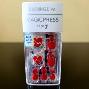 Dashing Diva MagicPress Pedi Nails- Red w/ Hearts